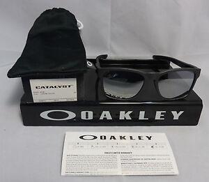 dd0fdfec0d4 New Oakley CATALYST SUNGLASSES OO9272-03 STEEL W  CHROME IRIDIUM ...
