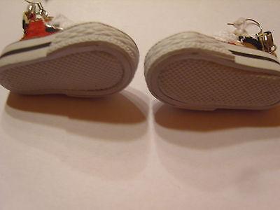 Ohrring mit Turnschuhen grün weiß und weiße Schnüre Hingucker süssssss 1424
