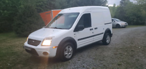 2010 Ford Transit Connect XLT Van . ONLY 90,000KM.  (MAY TRADE)