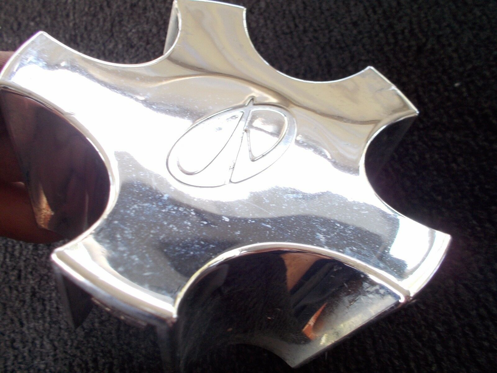 1 BUYING 1998-03 Olds Intrigue Silhouette Center cap Hubcap USED IN GOOD SHAPE