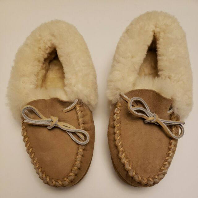 LL Bean Women's Wicked Good Moccasin Tan Suede Shearling Slippers Size 5 NWOT