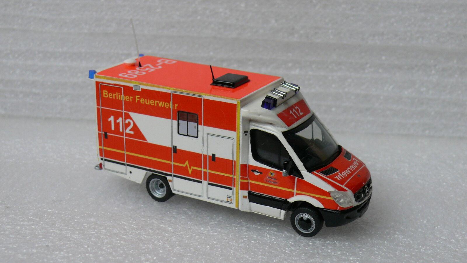 Pompiers Berlin RTW Garde Wittenau MB Sprinter 515 CDI ncv3 h0 1 87 TOP pièce unique