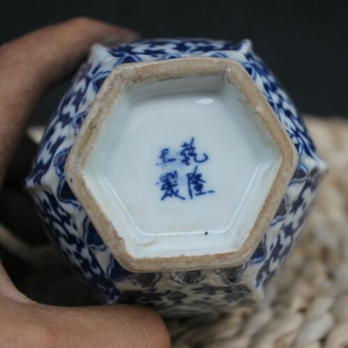 Chinese old blue and white porcelain Draw dragon vase W qianlong mark