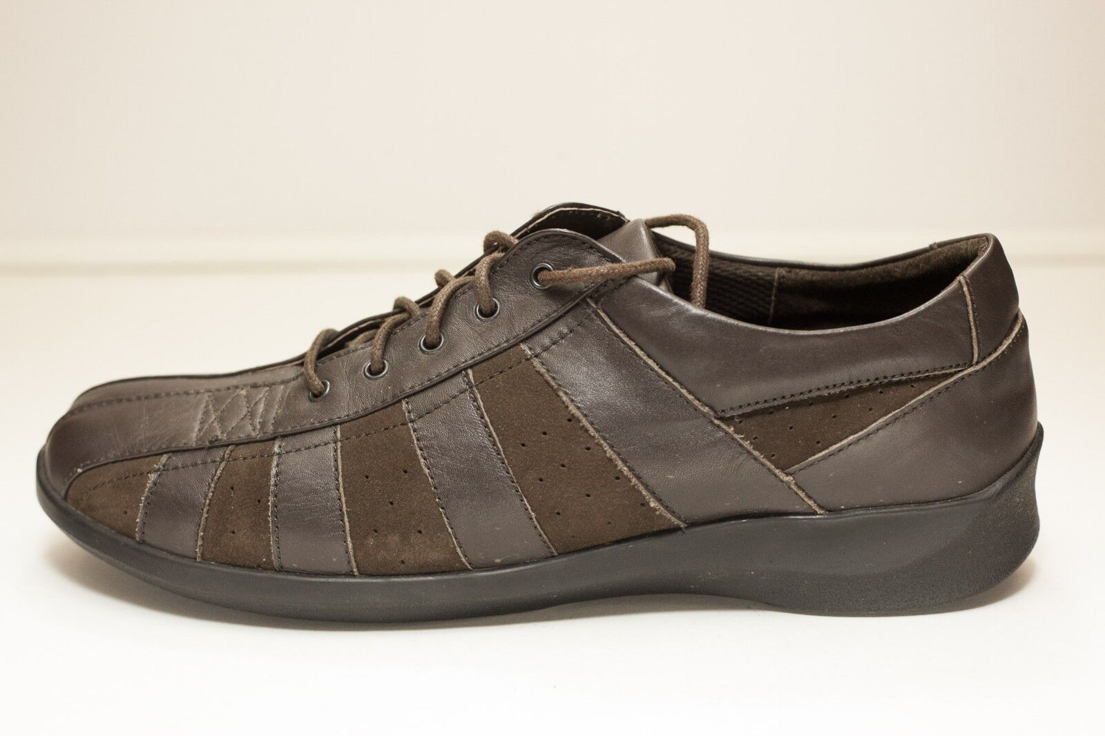 Aetrex Size 10.5 Brown Lace Up Flats Women's