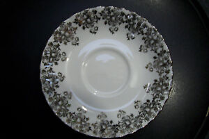 ROYAL-ALBERT-BONE-CHINA-SAUCER-Only-No-Cup-Made-In-ENGLAND