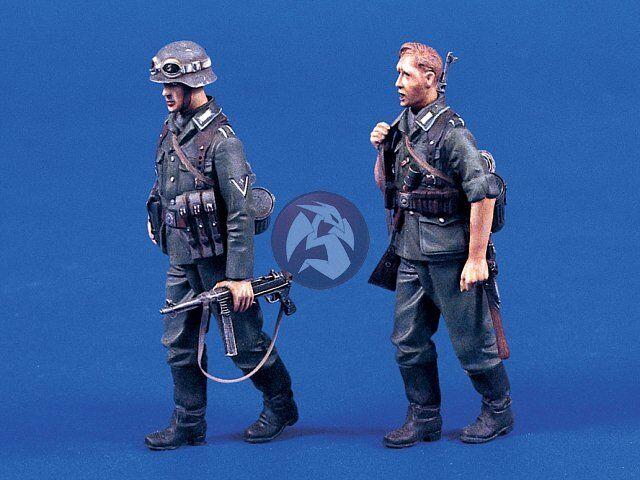 Verlinden 1 35 German Infantry Walking WWII (2 Figures) [Resin Model kit] 690