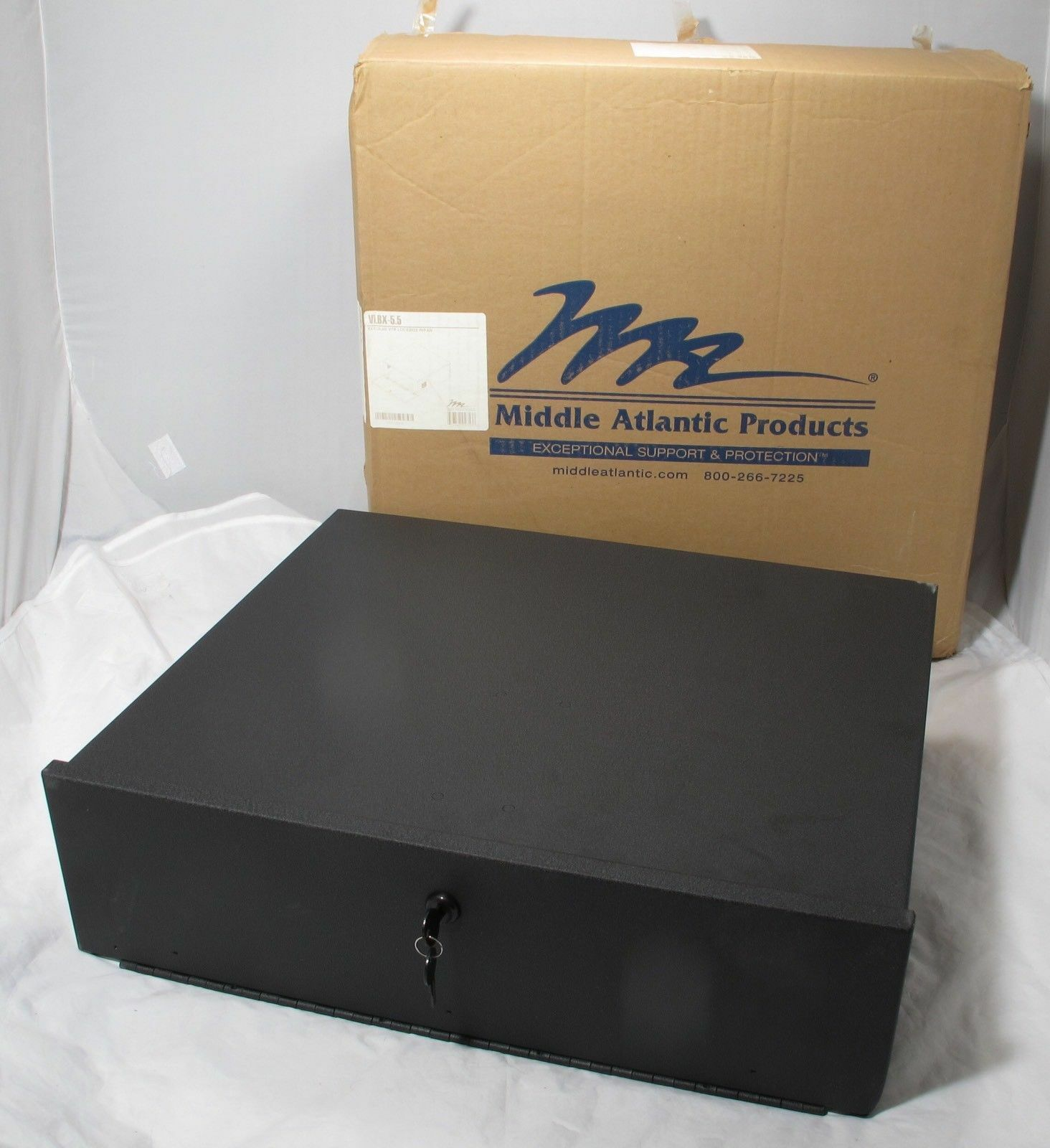 MIDDLE ATLANTIC PRODUCTS VLBX VTR LOCK BOX WITH FAN NIB