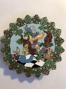 Disney-Alice-In-Wonderland-White-Rabbit-Cheshire-Caterpillar-Round-Fantasy-Pin