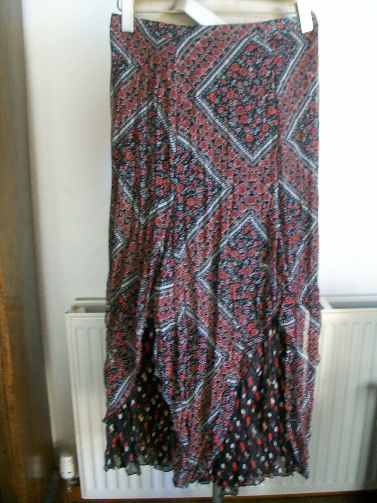 Crinkle Red Mix Layered Tiered Skirt, Size 16, Waist 35  Length 36  M&S, BNWT
