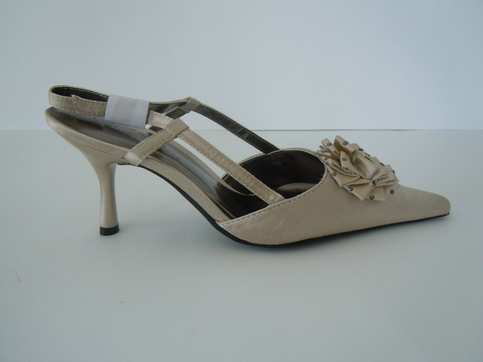 NEW Champagne HEELS Sling in back, Touch of sequin in Sling the bow 516d2e