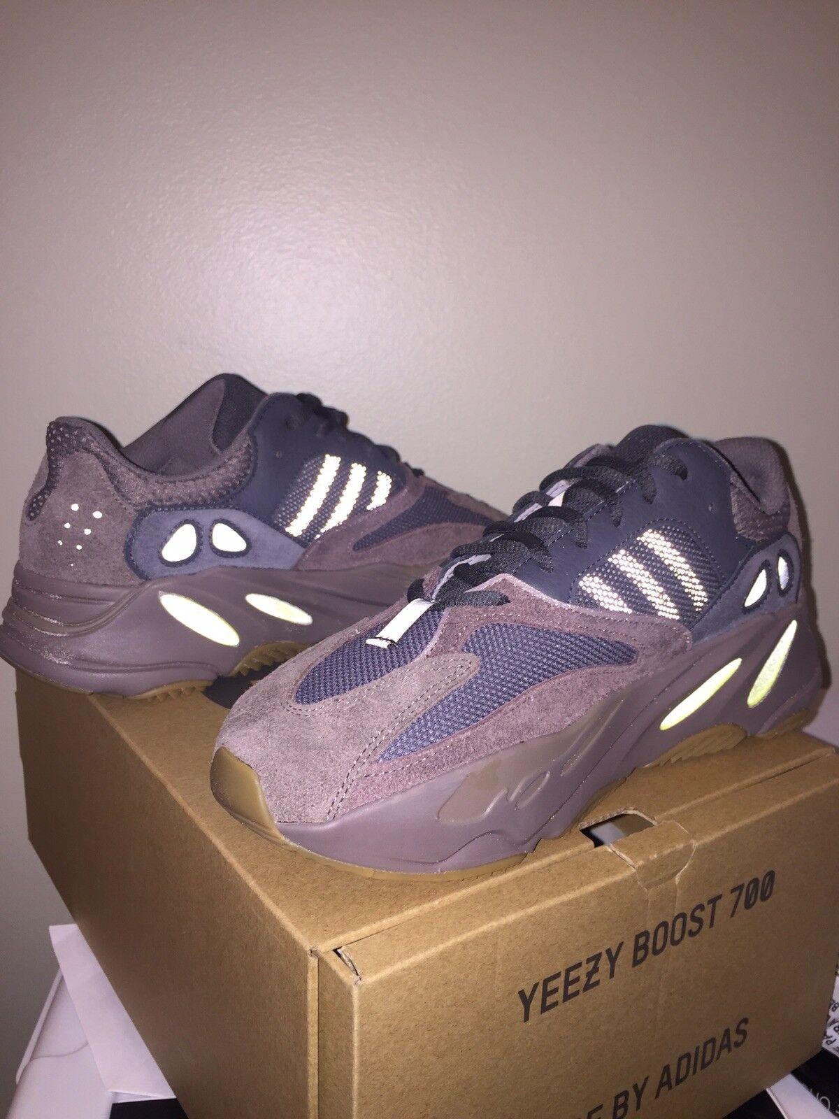 Adidas Kanye Yeezy 700 Mauve size 8