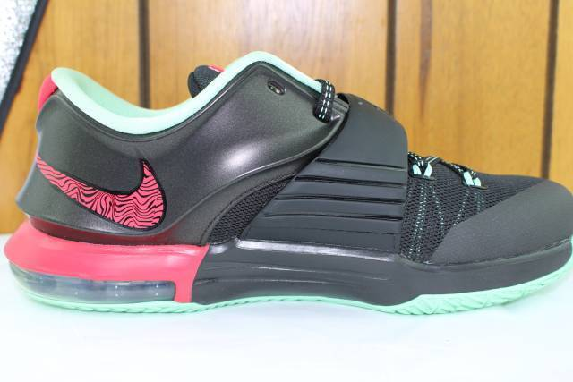 KD VII (7)  BAD APPLES  YOUTH SZ  6.5 SAME AS WOMAN 8.0 NEW AUTHENTIC SUPER RARE