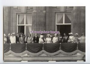 er0321-The-Queen-amp-Royal-Family-on-the-Palace-Balcony-16-06-1990-postcard