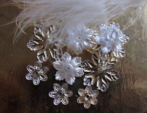 Acryl-Blueten-weiss-transparent-Blumen-Groessen-Mix-Perlen-Schmuck-basteln-DIY