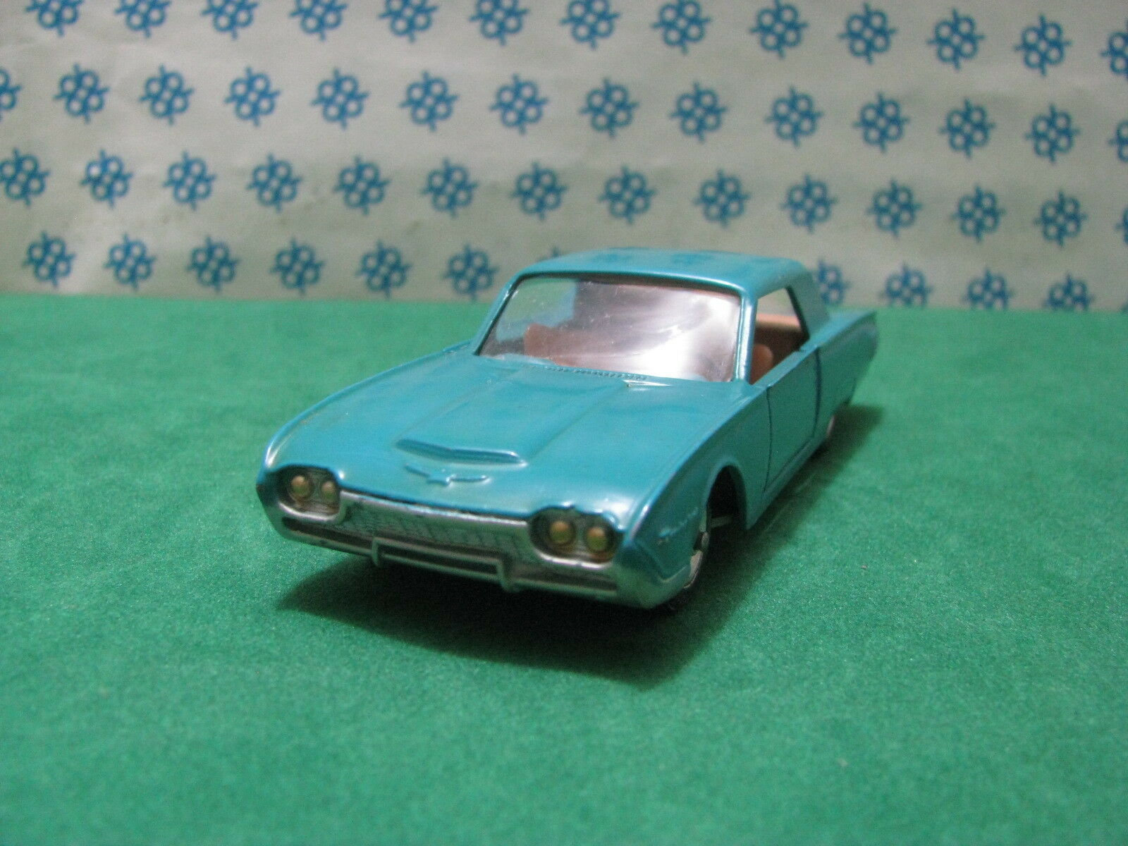 FORD  THUNDERBIRD  USA   T  - 1/43  Solido Serie 100  Mint