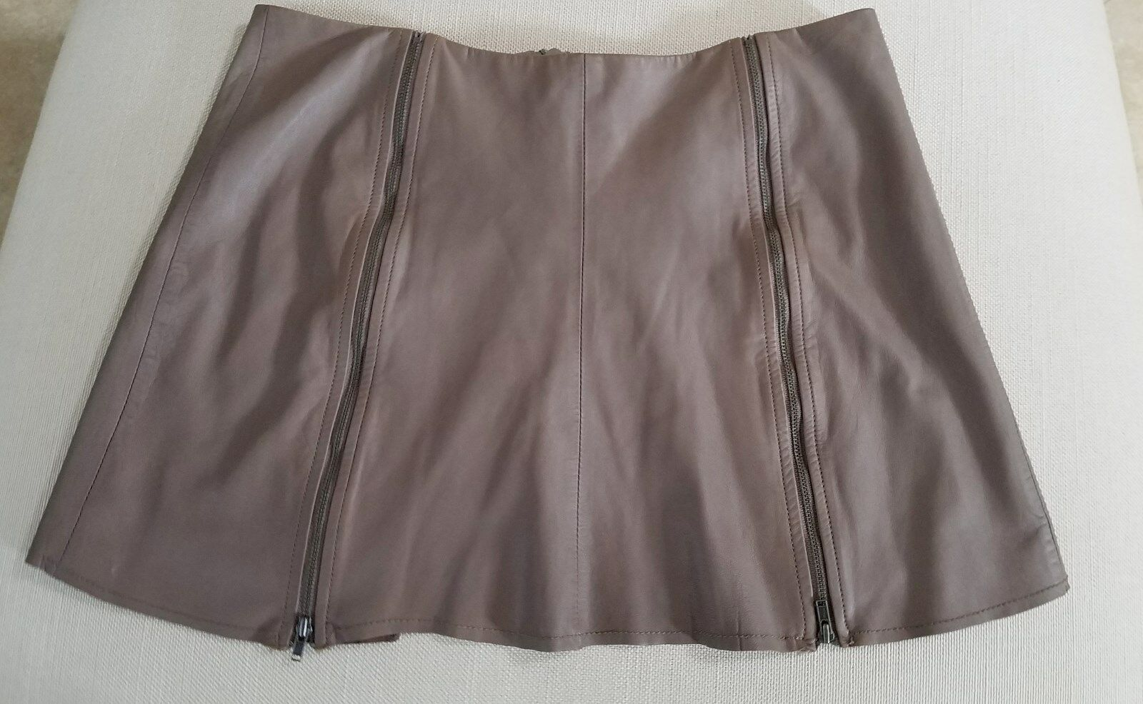 JOIE Mini Skirt Women's Size Small Very Soft Leather  EUC