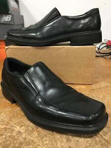 ecco men's holton apron toe slip on black leather dress
