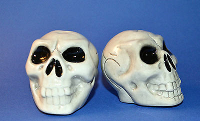 """NEW IN BOX  sCArY Skull Salt & Pepper Shakers Ceramic 3"""" Halloween holiday table"""