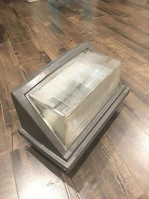 70 Watt High Pressure Sodium Wall Pack With Bulb Star Lux