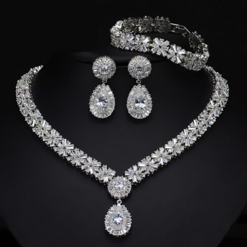 18k Oro Blanco Gp Collar Aretes Set hecha con piedra de cristal Swarovski BAGUETTE