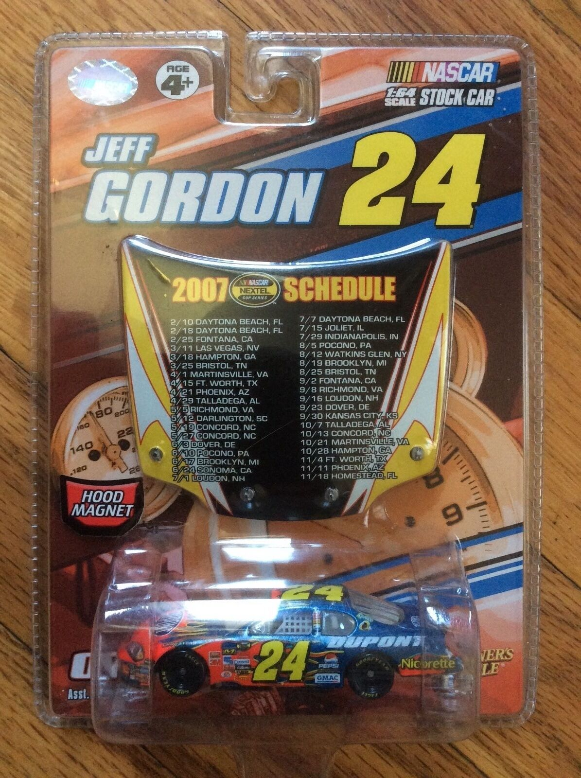 NEW 2007 WINNERS CIRCLE NASCAR  JEFF GORDON   SCHEDULE HOD MAGNET & 1 64 CAR
