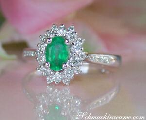 Dezente-Eleganz-Zarter-Smaragd-Ring-mit-Diamanten-0-86-ct-Weissgold-585-1-800