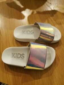 COTTON ON KIDS GIRLS SLIP ON SLIDES SIZE 11 A BIT OF GLAMOUR IN GREAT CONDITION