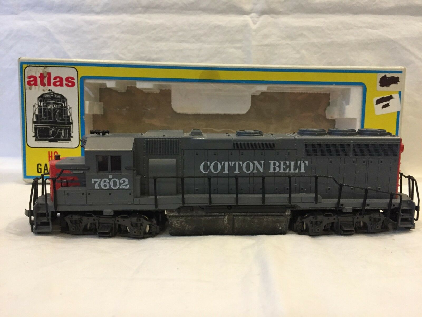 Atlas HO Scale Cottonbelt GP40 Diesel Locomotive