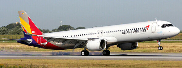 JC WINGS JC2319 - 1 200 ASIANA AIRLINES AIRBUS A321NEO REG  HL8364 WITH STAND