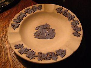 Wedgewood-Ashtray-Vintage-England-Blue-White-Grecian-Greek-Roman-Style-Ashtray