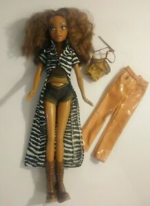 Barbie Doll My Scene Madison Brown Hair Blue Eyes Pink Lips Clothes Shoes 1999