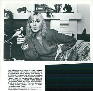 1980-Actress-Sally-Kellerman-with-Parakeet-Original-News-Service-Photo