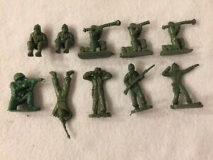 LOT-OF-10-VINTAGE-WWII-ARMY-PLASTIC-ARMY-MEN-GREAT-CONDITION
