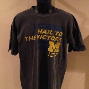 Nuevo-Michigan-Wolverines-Grande-LARGA-por-Majestic-Camiseta-39iT