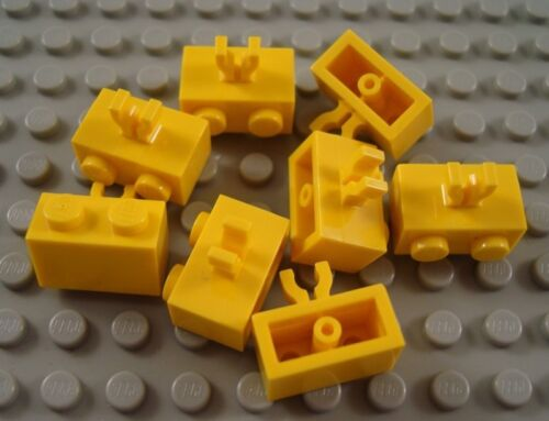 LEGO Lot of 8 Yellow 1x2 Brick Pieces with Vertical Side Clip