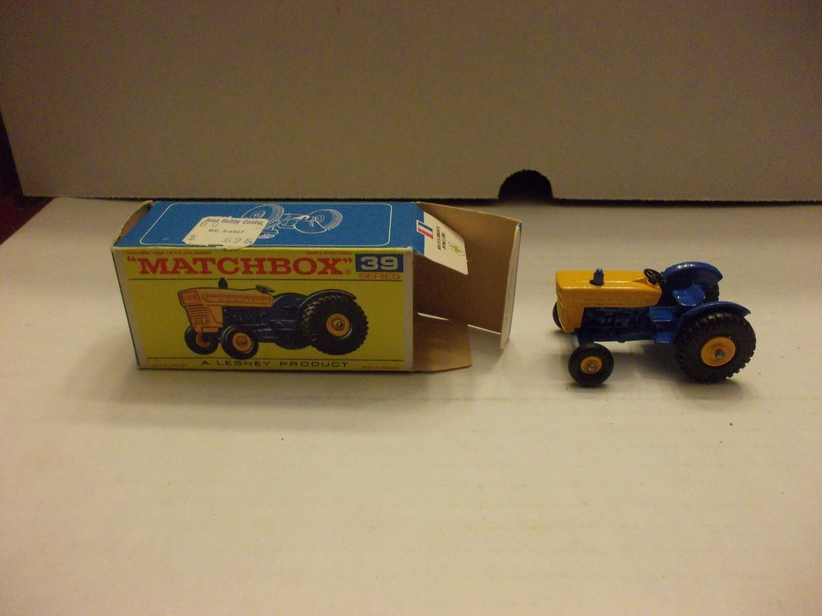 Vintage Lesney Matchbox Ford Tractor NIB 39 box  39 Top Right Corner  39