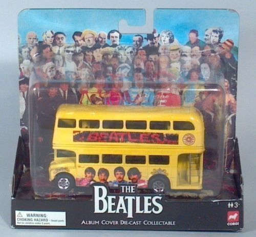 Corgi los Beatles Sgt Pepper del álbum doble Decker Bus Routemaster 2008
