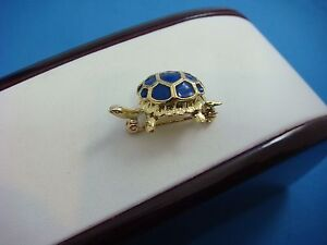 !BEAUTIFUL 18K YELLOW GOLD SMALL TURTLE BROOCH WITH BLUE ENAMEL, 4 GRAMS