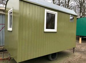 Bauwagen-Tiny-House-Gartenhuette-Spielhuette