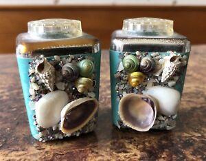 Vintage-Plastic-Souvenir-Sea-Shell-Salt-amp-Pepper-Shakers-Pair-Clean-Unused