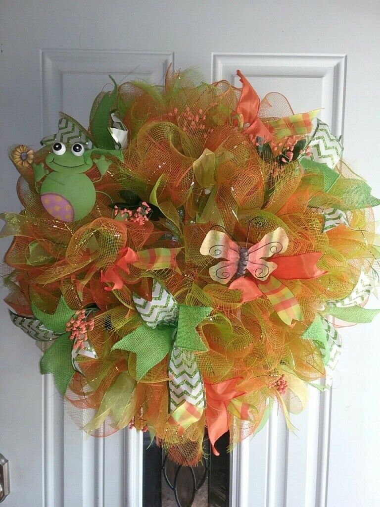 Frog and Butterfly Wreath. Farbeful and very beautiful