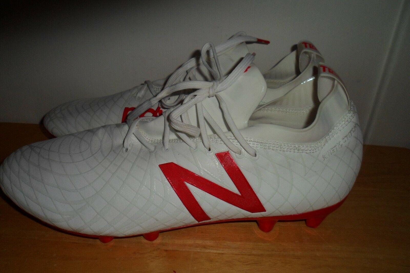2018 New Balance TAKELA PRO FG MSTPFWF1 Größe 11.5 D Soccer Football Cleats GUC