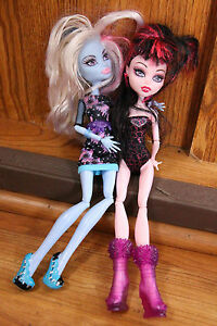 Monster-High-Doll-Lot-w-Clothes-Draculaura-Sweet-1600-amp-Abbey-Bominable-Mattel
