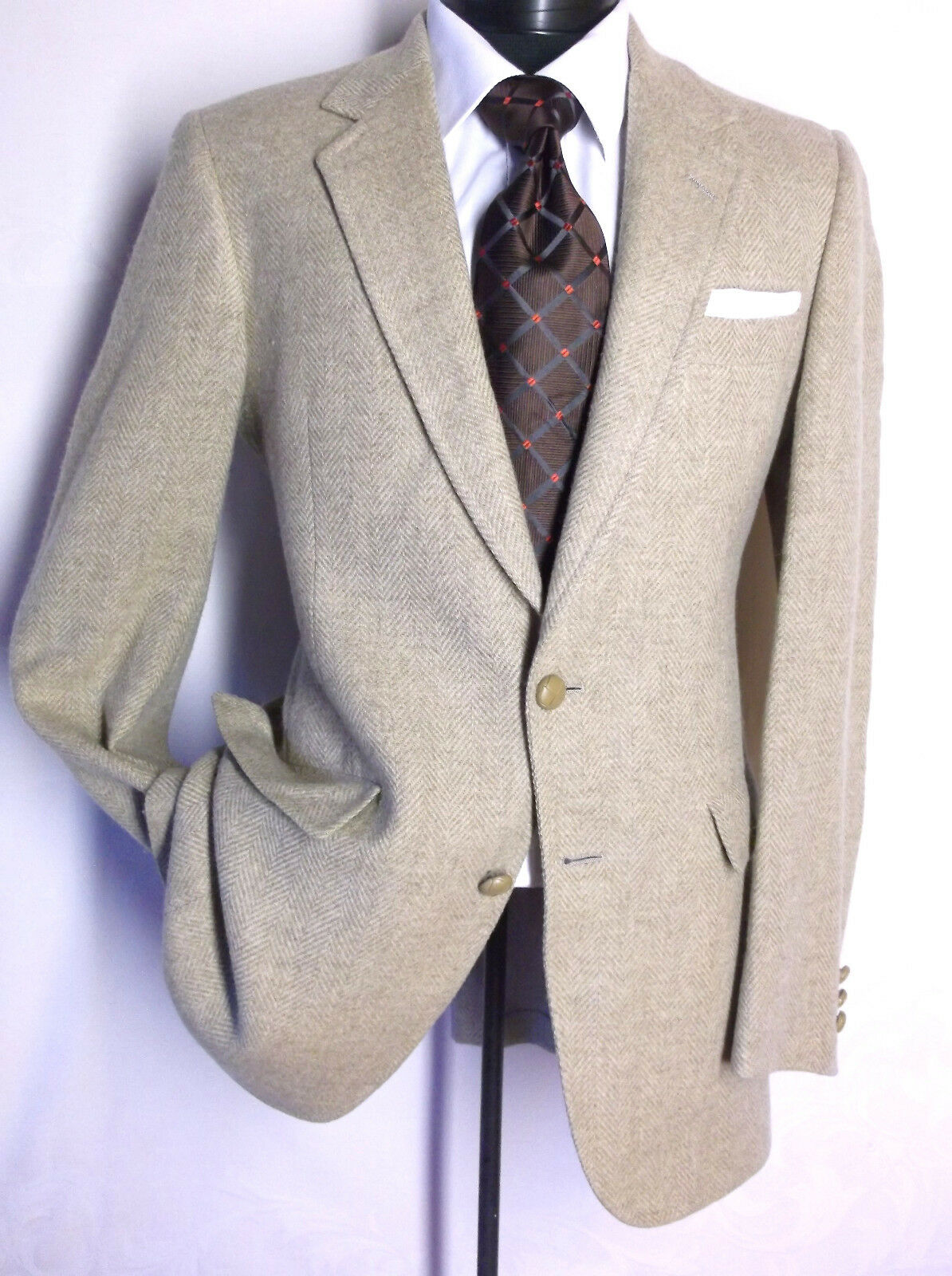 Hart Schaffner Marx Beige 2 Button chevron patterns  Size 38 L 100% Wool