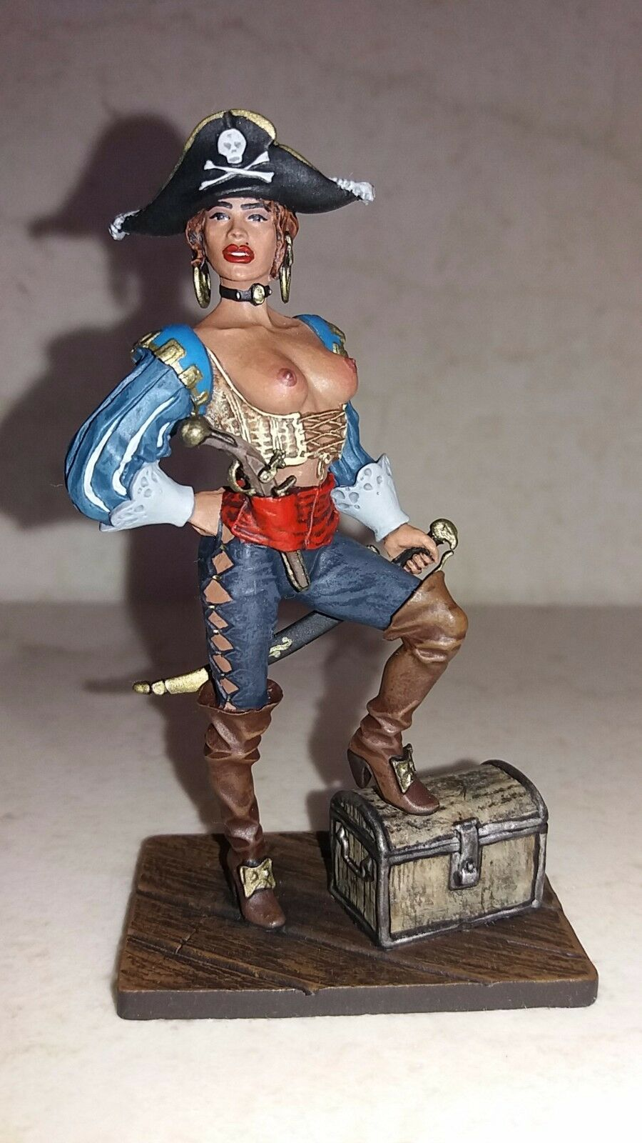 Lead soldier,Female pirate with treasure chest collectable,rare,Elite painting