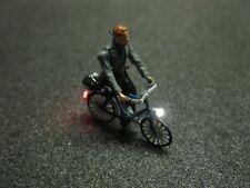 F59 - H0 Fahrrad mit LED Beleuchtung mit Figur Fahrer mit Schal 1:87
