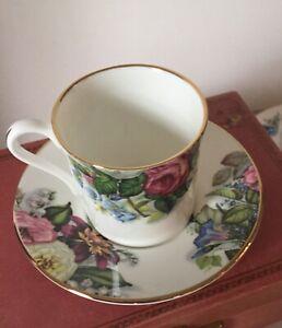 Vintage-Heirloom-Fine-Bone-China-Teacup-amp-Saucer-Made-in-England-Gold-Trim