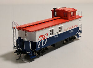 HO-True-Line-Trains-Caboose-GTW-76002-76-Happy-Birthday-USA