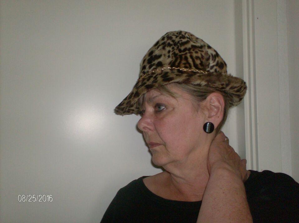 Hat, hat m/skygge, vides ikke