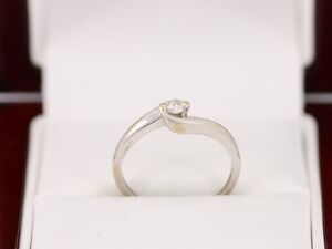 Diamond-Solitaire-Ring-18ct-White-Gold-Beautiful-Ladies-Size-K-1-2-Z62